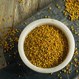"""La comida perfecta de la naturaleza"""". Así ha sido descrito el polen de abeja porque es suministro complejo de nutrientes naturales."""
